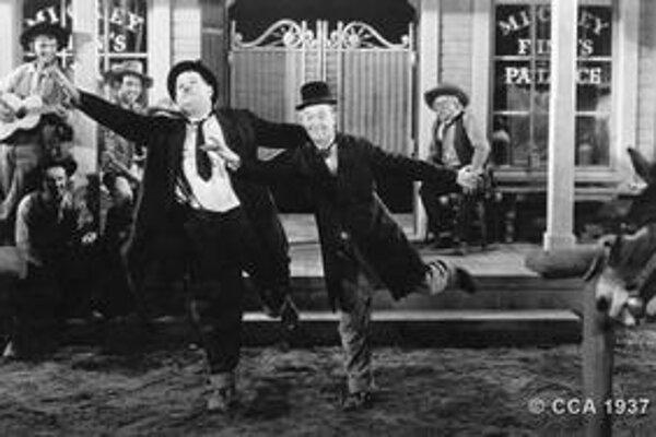 Stan Laurel (vpravo) sa preslávil aj vďaka Oliverovi Hardymu.