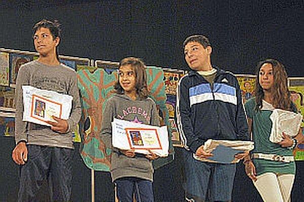 Ocenenie získali aj deti zo školy v Považskej Bystrici za portréty.  Janko Jáchym a Martinka Balážová celkom vpravo.