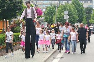 Jednu míľu venovanú všetkým mamám spoločne prešli aj Lučenčania.