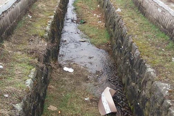 Odvodňovací kanál.
