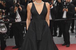Modelka Irina Shayk pred počas premiéry filmu Yomeddine.
