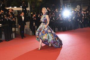 Predsedníčka poroty Cate Blanchett  prichádza na premiéru  filmu 'Cold War'.