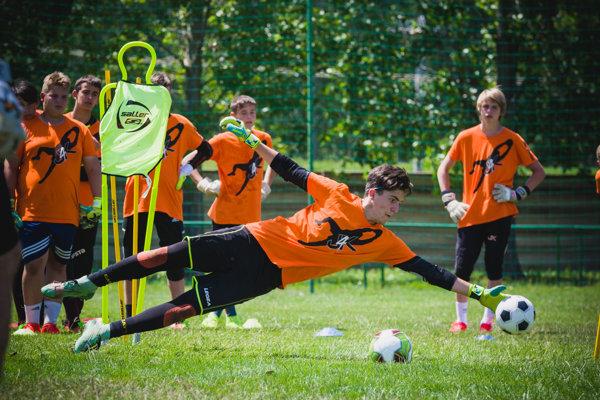 Špeciálne brankárske tréningy sa uskutočňujú pod vedením kvalitných trénerov aj zo zahraničia.