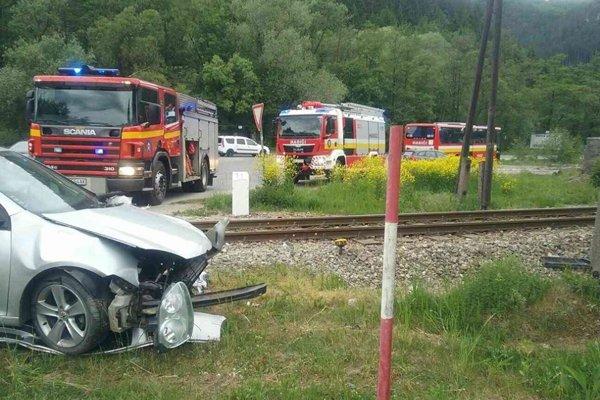 Nehoda na priecestí pri Porúbke si vyžiadala jedno zranenie.
