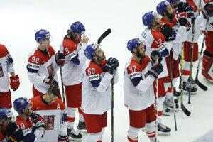 Smutní českí hokejisti po skončení zápasu.