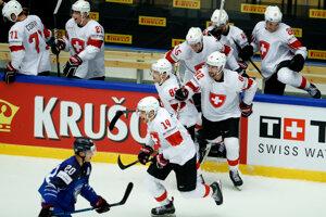 Radosť hráčov Švajčiarska z postupu.