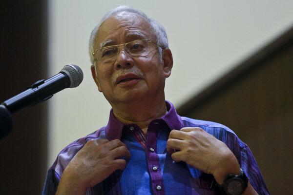 V byte malajzijského expremiéra našli milióny v hotovosti