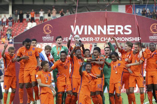 Holandská sedemnástka sa raduje z triumfu.