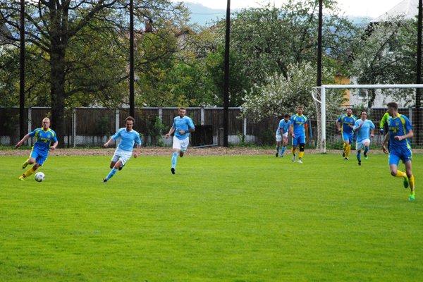 Aj program futbalových tried cez víkend pokračoval ďalšími zápasmi. Ilustračné foto.