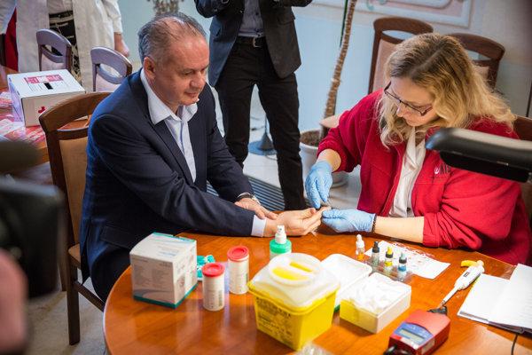 Prezident Andrej Kiska (vľavo) počas 21. ročníka kampane Valentínska kvapka krvi.