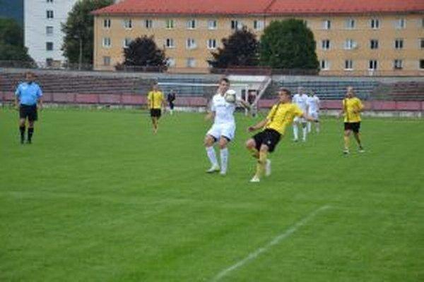 Borčice (v bielom) neudržali tesné vedenie v zápase s Nededom.