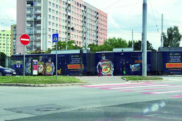 Košická električka s reklamou na alkohol.