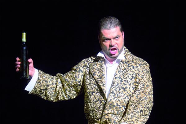 Marek Gurbaľ je Donom Giovannim v Košiciach už druhýkrát, v titulnej postave účinkoval aj v Prahe a Ostrave.