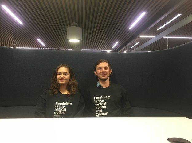 Študenti Lia Lovecká a Tomáš Gliviak pomáhajú ďalším Slovákom dostať sa na zahraničné univerzity