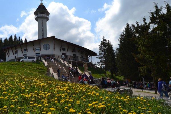 Od zjavenia na Živčákovej uplynie 1. júna 60 rokov. Odvtedy sa stalo toto miesto  cieľom pútnikov nielen zo Slovenska, ale i zahraničia.