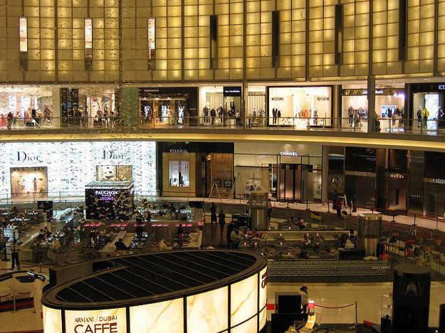 V Dubajských nákupných centrách sa prezentujú všetky svetové značky.