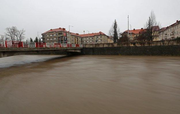 Zvýšená hladina rieky Hron v Banskej Bystrici.