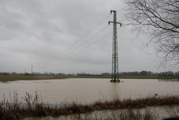 Včerajšie dažde narobili starosti vo viacerých obciach.