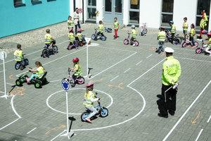 Škôlkari si vyskúšali aj pravidlá na kruháči.