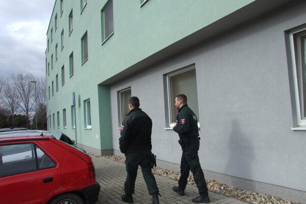 Na internáte boli niekoľko hodín policajti.