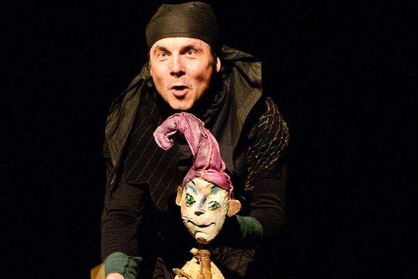 Ján Demko v predstavení Peter Pan.
