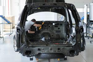 Prehliadka výstavby automobilky Jaguar Land Rover.