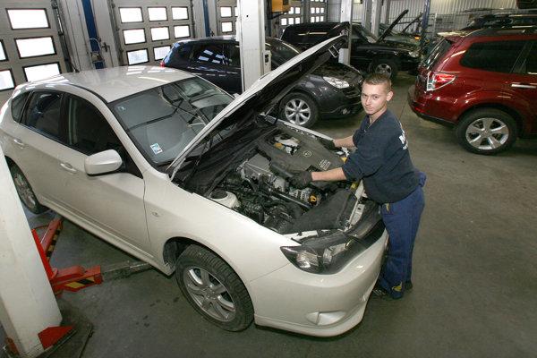 Pri servise firemných áut treba najčastejšie riešiť svetlá aolej.