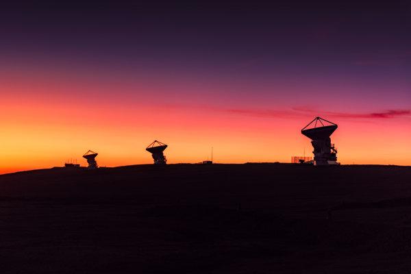 Rádioteleskopické observatórium ALMA v púšti Atacama.