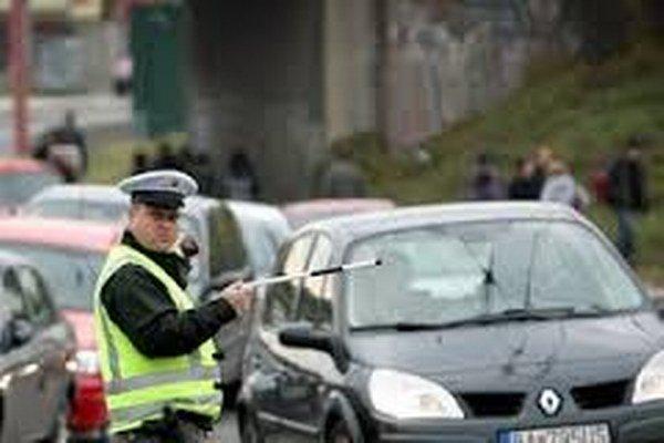 Policajti budú opäť dohliadať na plynulosť premávky.
