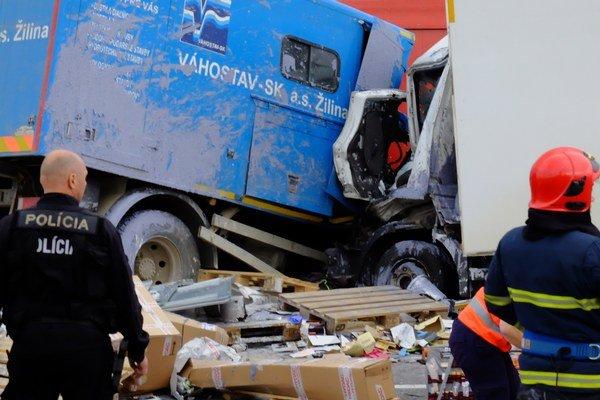 Koncom apríla sa pod Strečnom zrazili dve nákladné autá.
