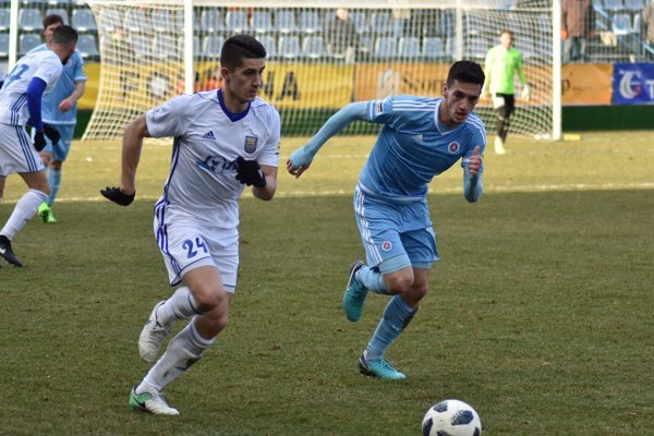 Martin Koscelník (vľavo) skóroval aj do siete vicemajstrovského Slovana Bratislava.
