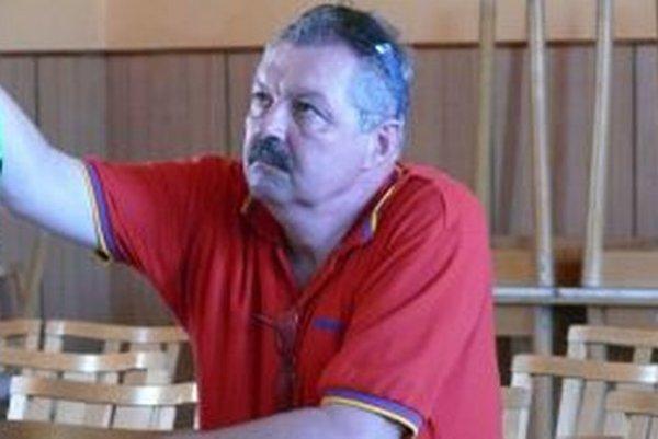 Bývalý starosta Miroslav Kašuba. Poslanci sa pri jeho demisii predviedli.