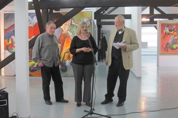 V priestoroch galérie predstavili knihu Mira Cipára (vľavo) v rozhovoroch s Martinou Grochálovou.