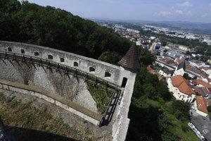 Nový vstup cez Južné opevnenie od Čerešňového sadu.