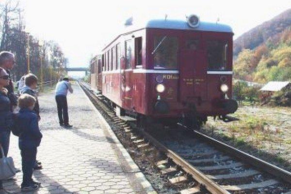 Cesta motorovým vláčikom zo Žiliny do Rajca a späť bola plná zážitkov pre malých i veľkých.