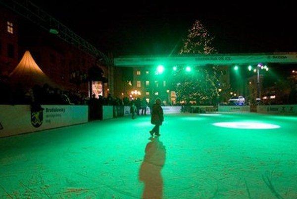 Klzisko sa osvedčilo aj v Bratislave. Ľudia si korčuľovanie pod holým nebom obľúbili.