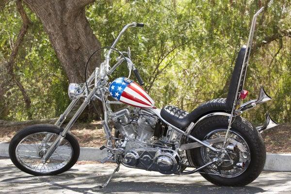 Legendárny a kultový chopper Captain America, na ktorom sa vo filme Easy Rider vozil Peter Fonda.