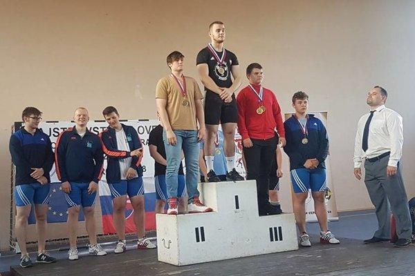 Tomáš Romaňák (v strede) vyhral absolútne poradie chlapcov.