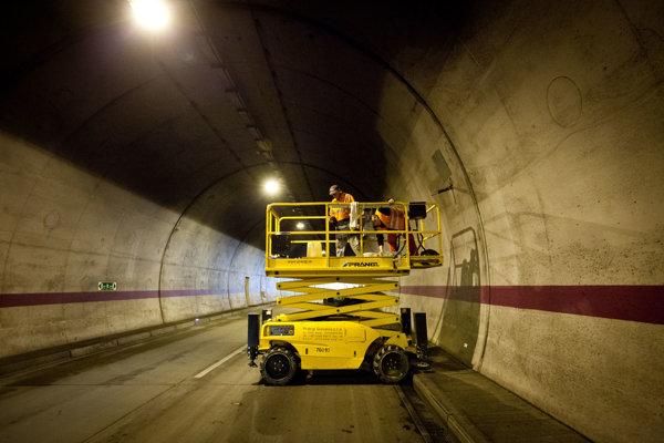 Odstavenie a čistenie tunela Sitina.