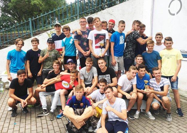 Družstvo chlapcov ZŠ Nábrežie mládeže v Nitre obsadilo druhé miesto.