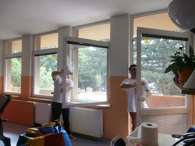 Čistenie okien v Domove sociálnych služieb pre deti a dospelých SIBÍRKA na Sibírskej 69 v Bratislave.