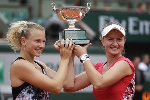 České tenistky Kateřina Siniaková a Barbora Krejčíková sa stali víťazkami ženskej štvorhry na Roland Garros.