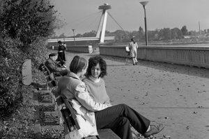 Na archívnej snímke z 18. októbra 1972 jeseň na dunajskom nábreží v Bratislave.