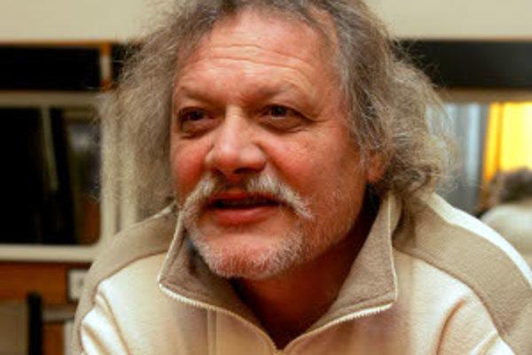 Herec a pesničkár Marián Geišberg. V súčasnosti je v Žiline, kde skúša novú inscenáciu žilinského divadla.