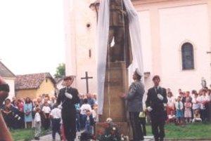 Socha Štefánika po obnove v roku 1999.