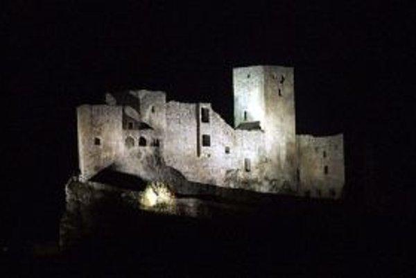 Okrem iných hradov sa osvetlenie vypne aj na hrade Strečno.