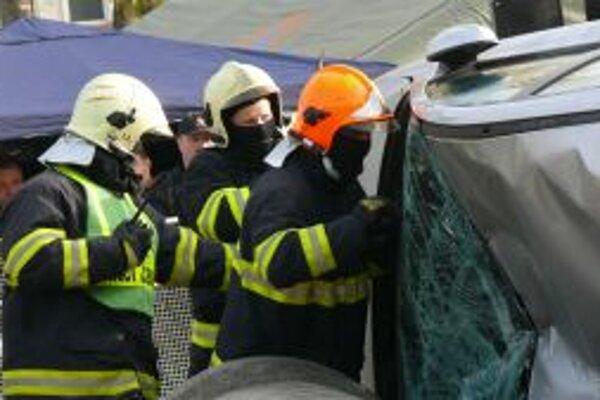 Zákrok hasičov. S takýmito situáciami sa stretávajú denne.