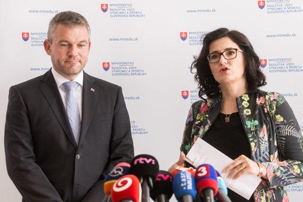 Predseda vlády SR Peter Pellegrini a ministerka školstva Martina Lubyová počas tlačovej besedy.