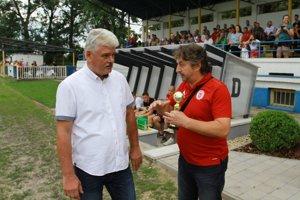 Predseda ObFZ Bratislava-vidiek Miroslav Baxa a prezident FC Malacky Oto Kožuch.