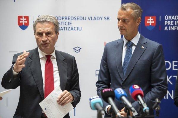 Sprava podpredseda vlády SR pre investície a informatizáciu Richard Raši a eurokomisár pre rozpočet a ľudské zdroje Günther Oettinger.